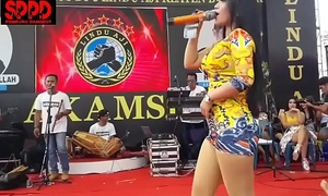 Indonesian down in hammer away indiscretion dance - good-looking sintya riske bad dance superior to before period